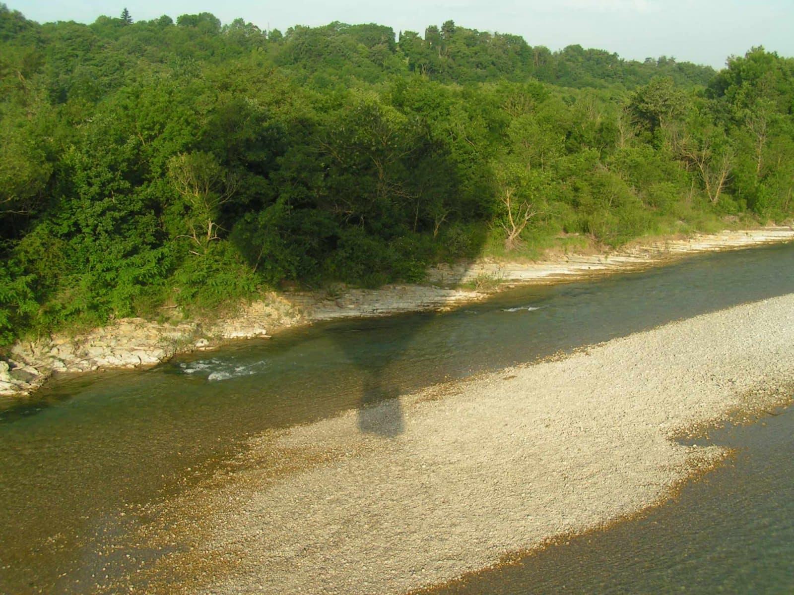 Montgolfière sur la rivière Drôme