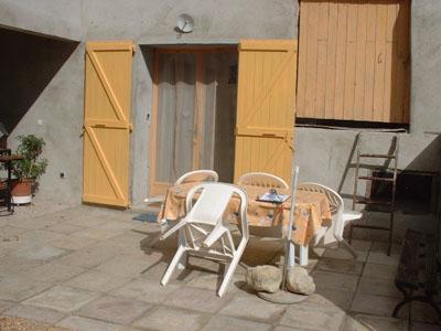 mouyon-saillans-2pers-terrasse