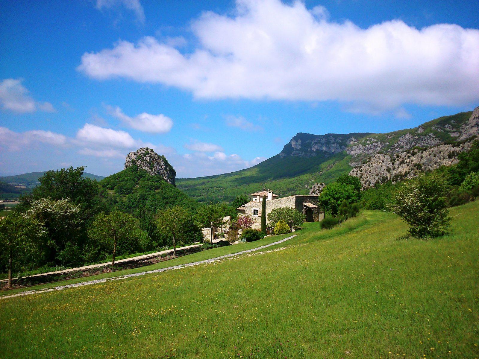 Vue Domaine et Roc de Saoû