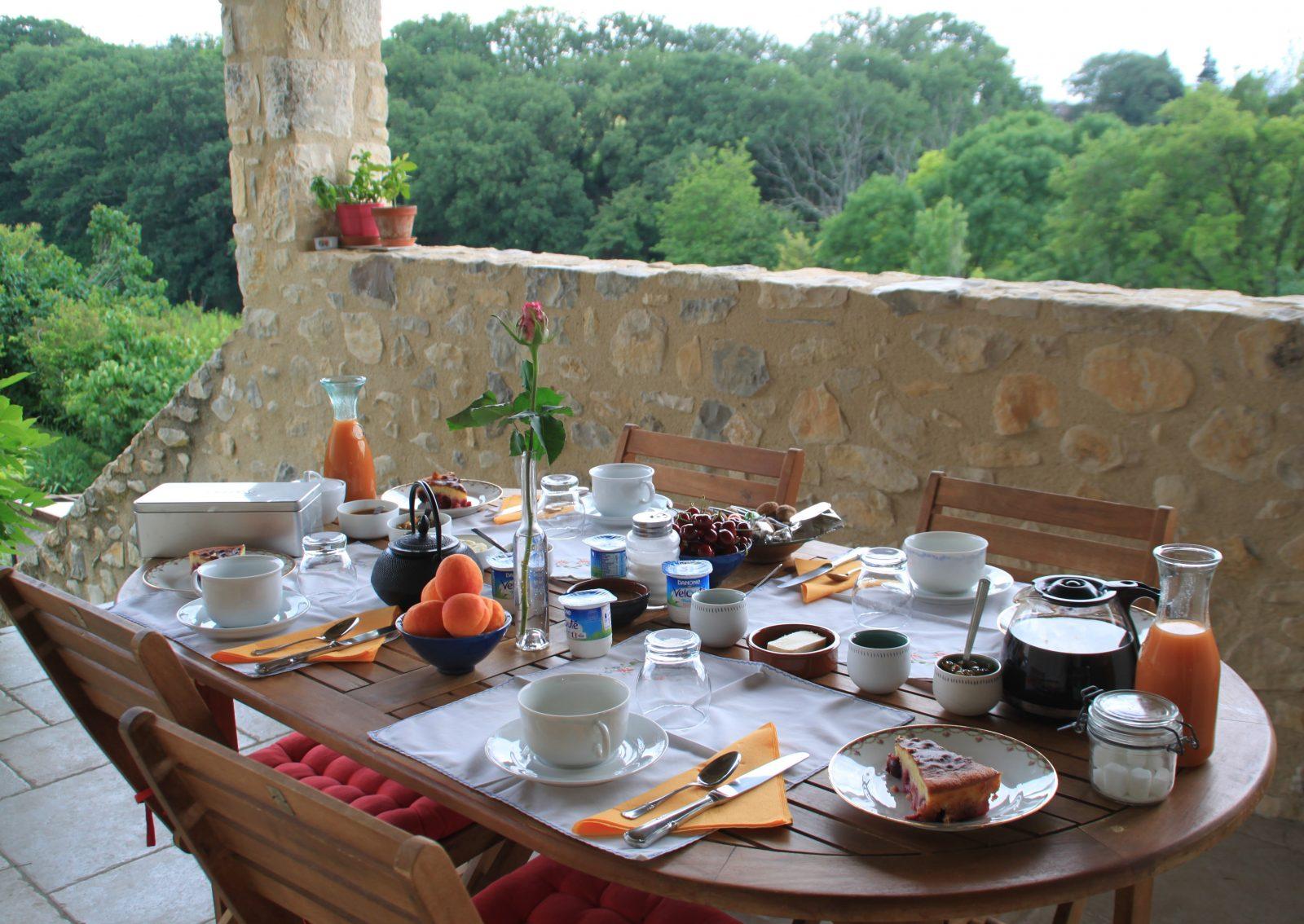 Le petit déjeuner en été