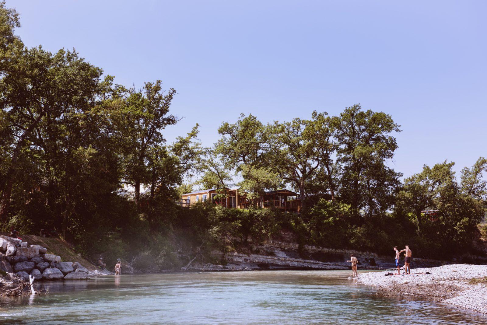 Les Chamberts – Camping et Baignades en bord de rivière-Drôme