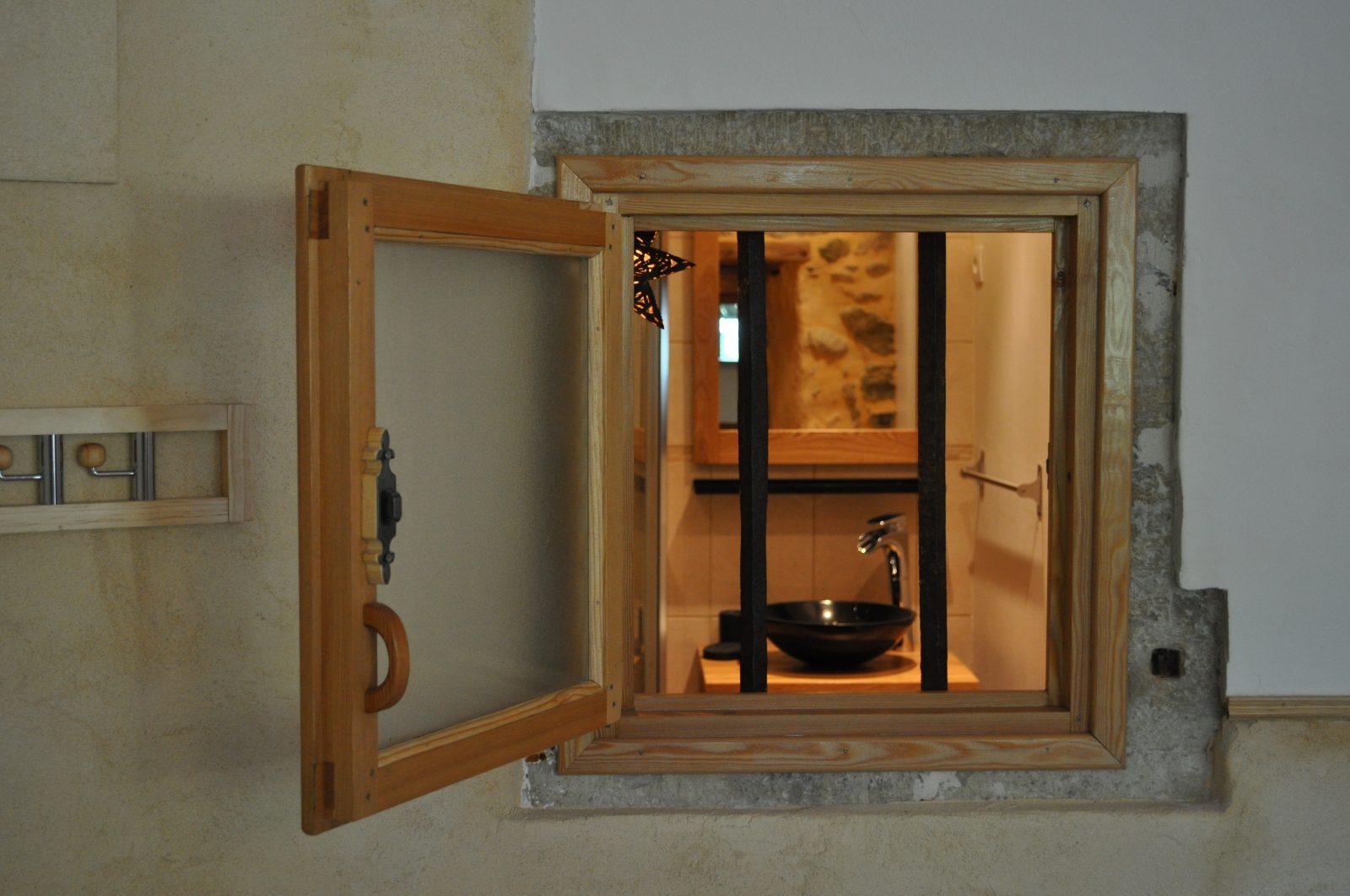 Fenêtre sur salle de bain