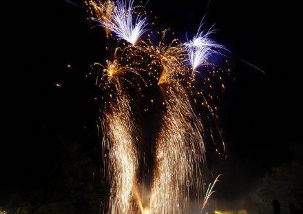 Retraite aux flambeaux, feux d'artifice et bal